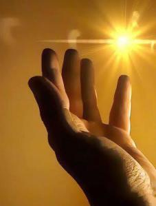 mano y luz