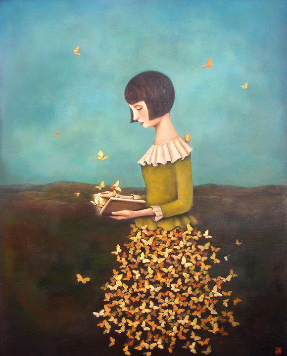 mujer falda de mariposas