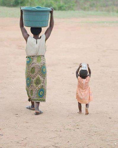 mama y niña africana