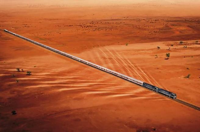 desierto con tren