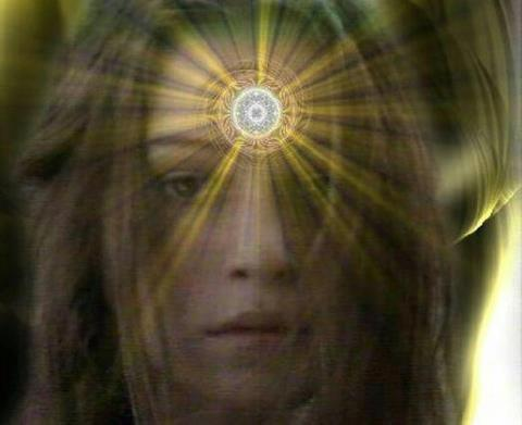 mujer 3er ojo