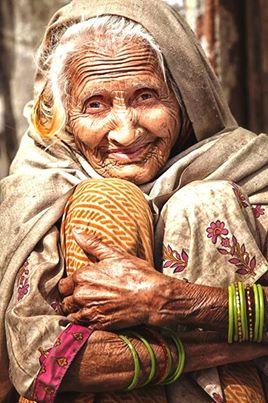 mujer anciana preciosa