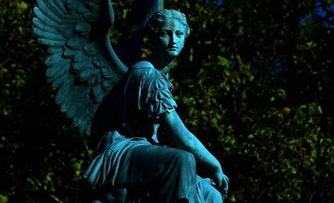 angel azul estatua