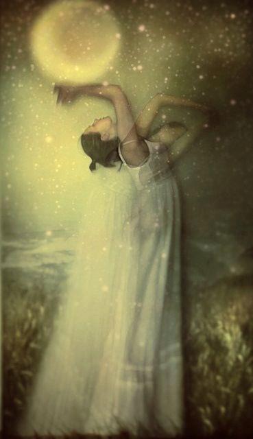 mujer con luna