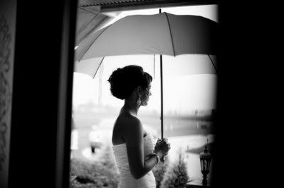 mujer lluvia paraguas3