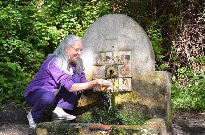 reiki bebiendo fuente'113