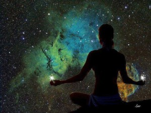 mujer ante universo