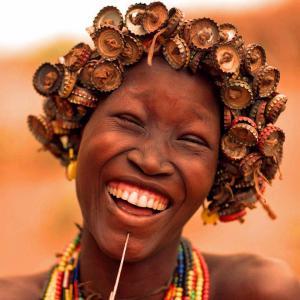 mujer chapas en pelo