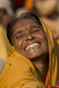 mujer india riendo