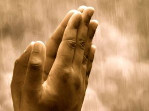 manos rezando