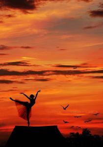 mujer bailarina en rojo