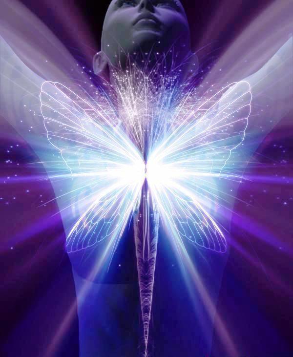 mujer mariposa azul