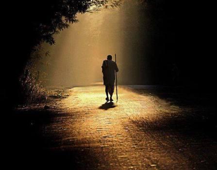 hombre en camino