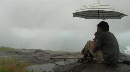 hombre-solitario-paraguas