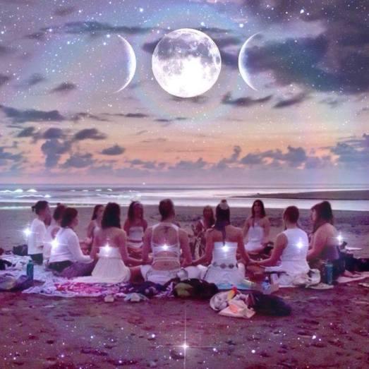 mujeres-circulo-luna