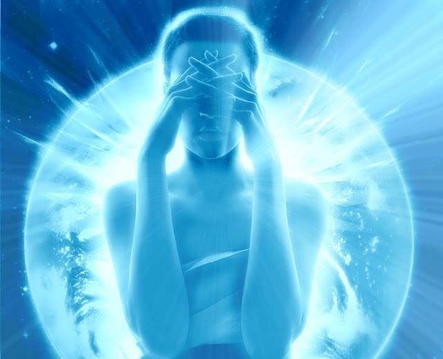mujer azul esfera