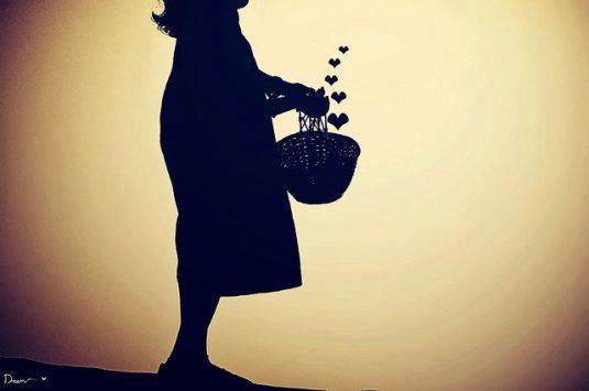 niña cestita corazones