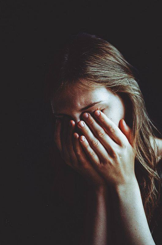 mujer llora